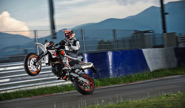 KTM 690 SMC R ABS circuit racing