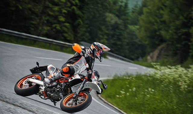 KTM 690 SMC R ABS street racing