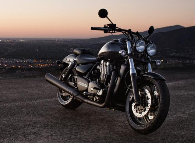 Triumph Thunderbird Nightstorm Special Edition Night street view