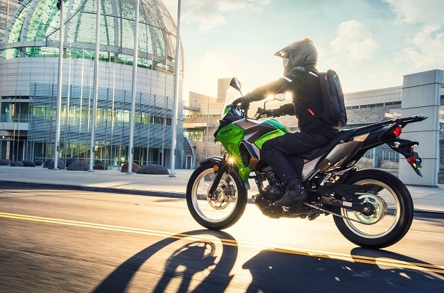 O lista a specificatiilor Kawasaki Versys-X 300 2017 via Kawasaki USA - BMW