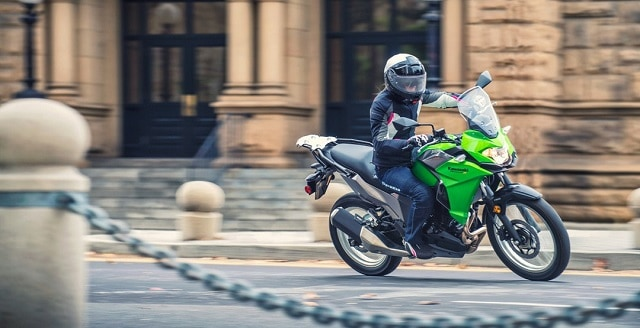 O lista a specificatiilor Kawasaki Versys-X 300 2017 via Kawasaki USA - X